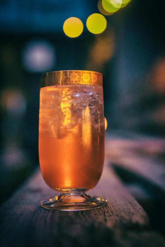 Ein typischer Drink im Guts & Glory wirkt warm und weltoffen. (Foto: Guts & Glory)