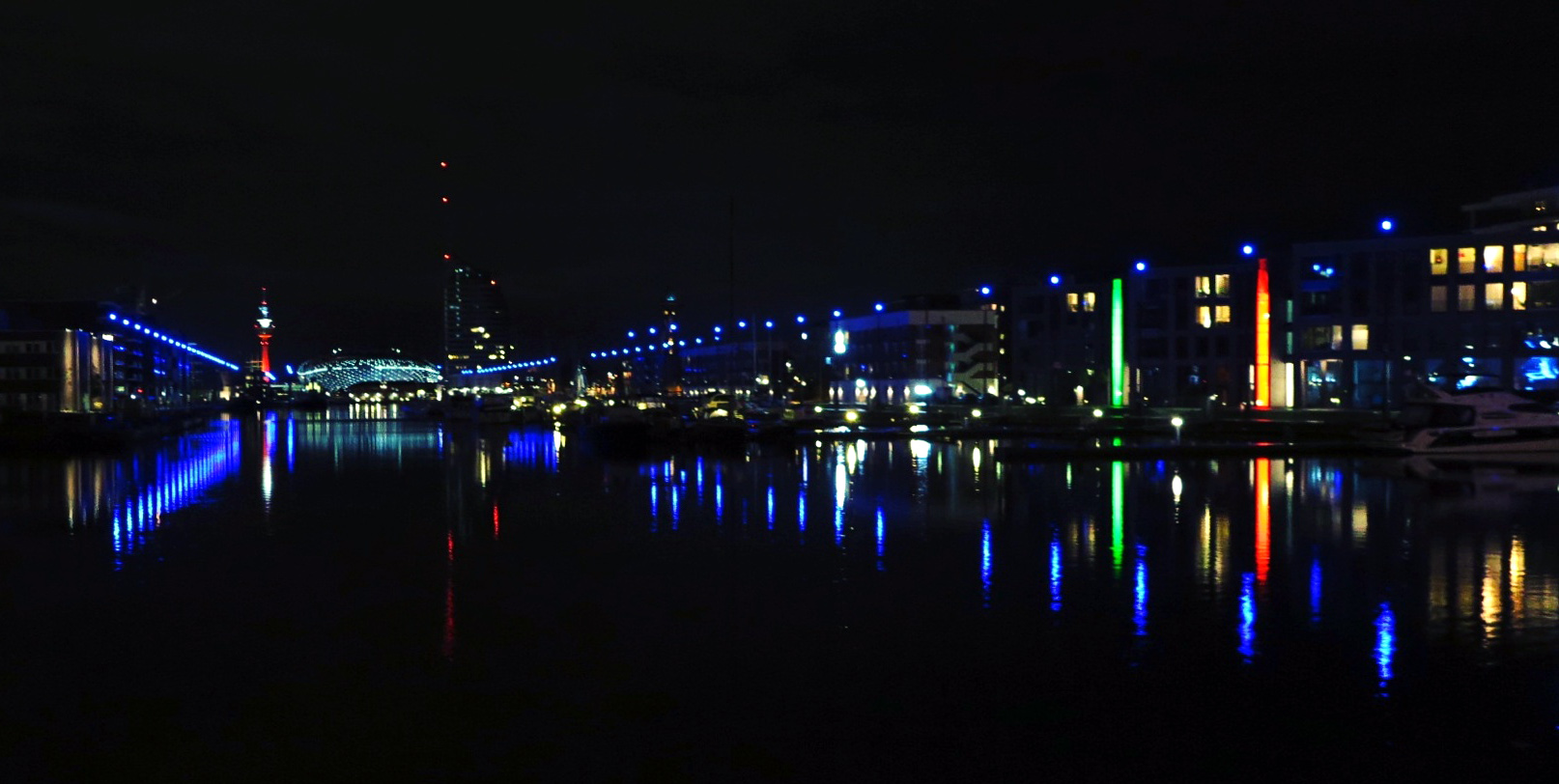 Bremerhaven_by_night.