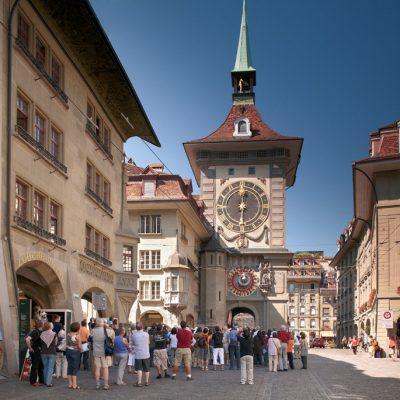 …während der berühmte Uhrenturm im Sommer ein echter Touristenmagnet ist… (Foto: Bern Tourismus)