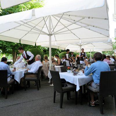 Dinner im Café Beau-Rivage.