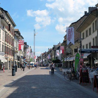 Die Einkaufsstraße in Morges.